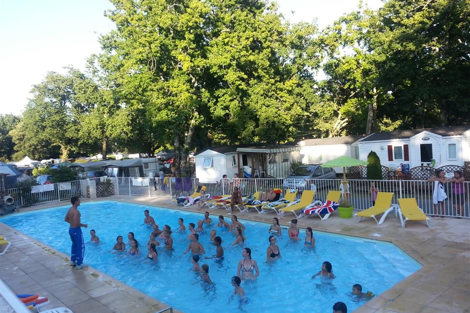 Animations camping charente maritime loisirs camping 3 etoiles royan camping le blayais for Camping pres de marseille avec piscine