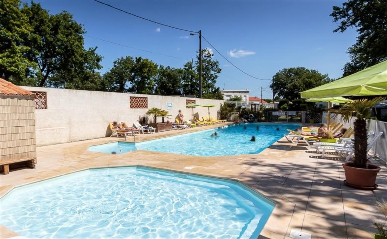 Offres speciales camping charente maritime promo camping for Camping piscine royan