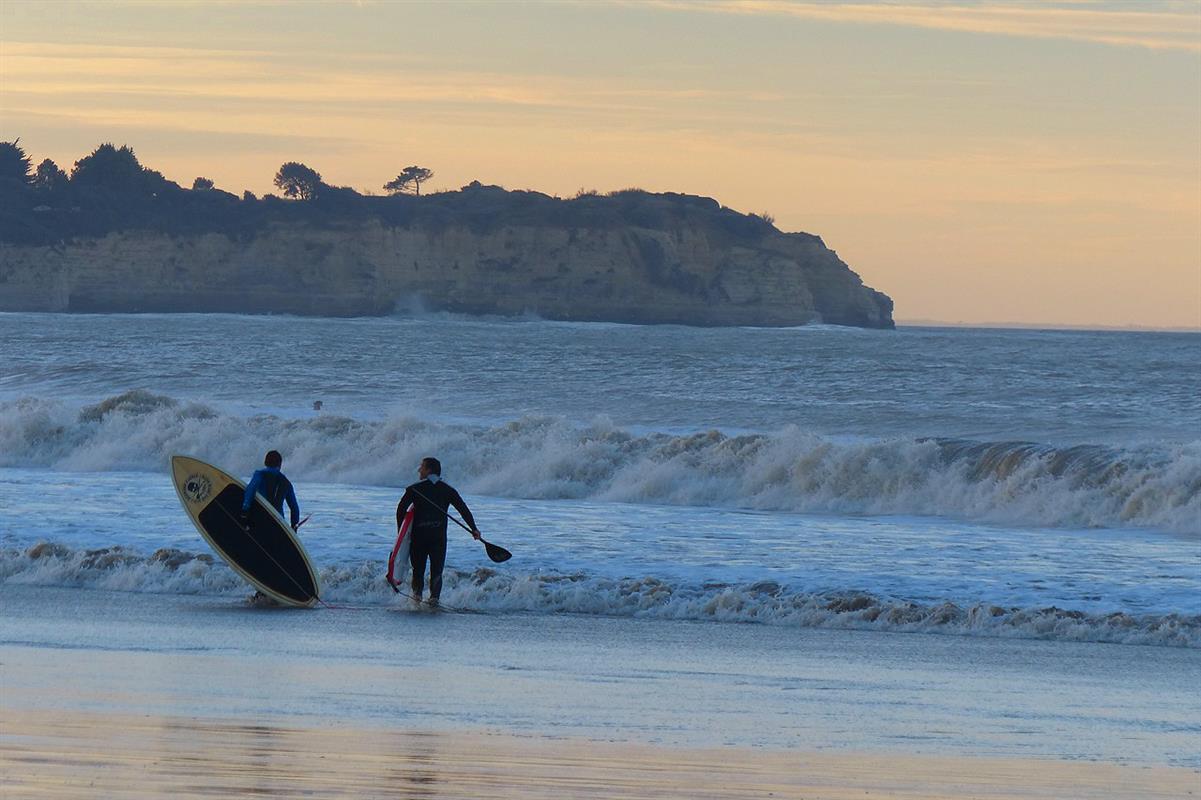 Plages et activites nautiques camping bord de mer royan for Camping a royan avec piscine